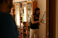 Fanni is explaining the Past Perfect to the enthusiastic students.